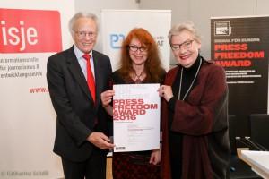 Botschafter Albert Rohan, Preisträgerin Ewa Siedlecka, Rubina Möhring (Reporter ohne Grenzen)